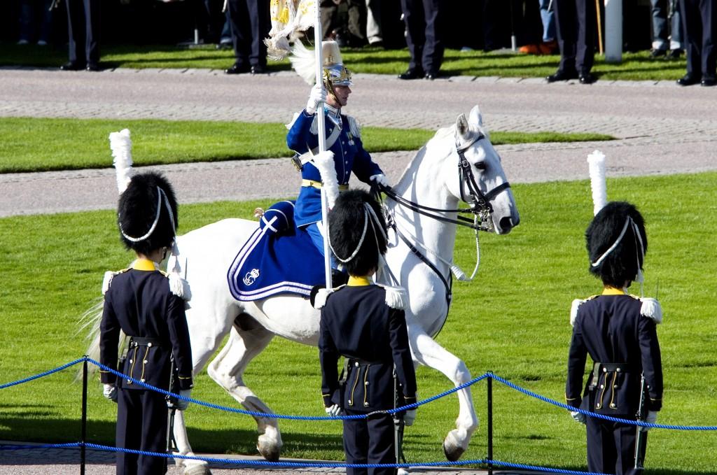 Riksdagens öppnande 2007. Försvarsmakten paraderar.
