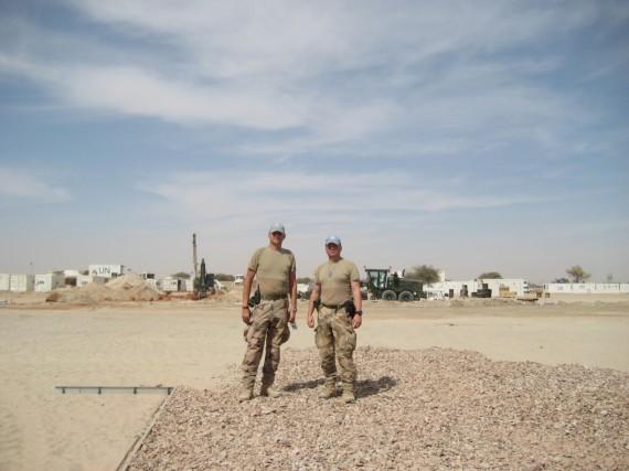 Jag och major Skyttebol, byggnationsledningen av den svenska campen, Camp Nobel.