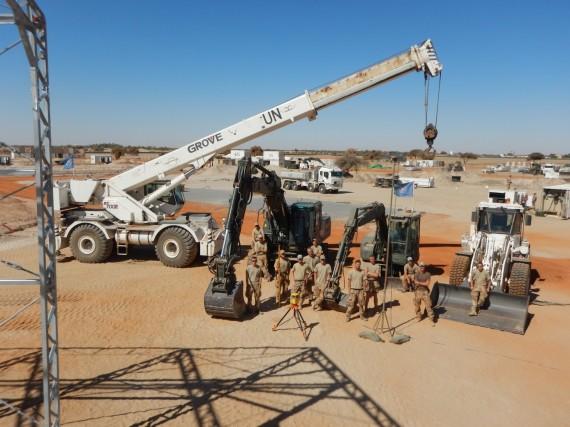Klockan är 05.30 och soldaterna på Maskinpluton vaknar för ytterligare en arbetsdag i Mali.