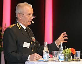 ÖB, Sverker Göransson, berättade om det nya personalförsörjningssystemet, med bland annat tidvis tjänstgörande.