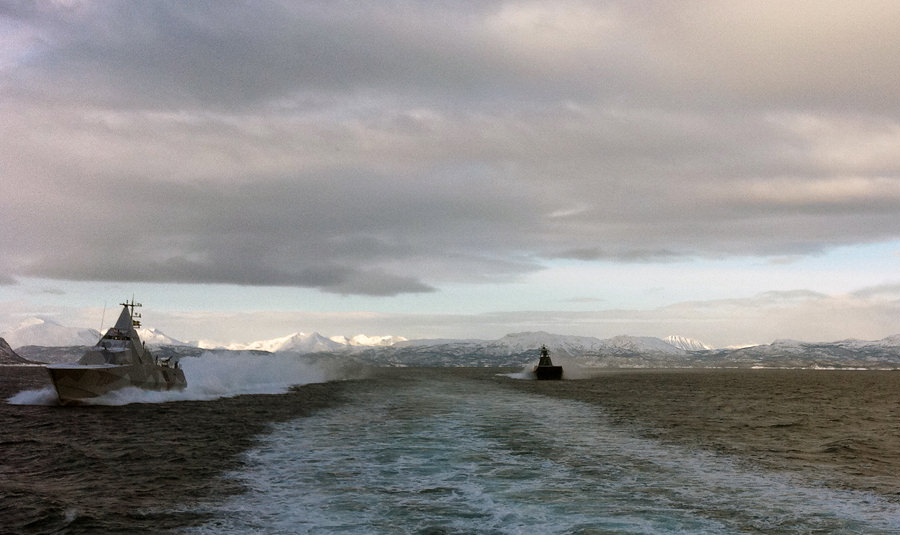 Härnösand tillsammans med en kustkorvett av Skjold-klass. Foto:Peter Jeppson