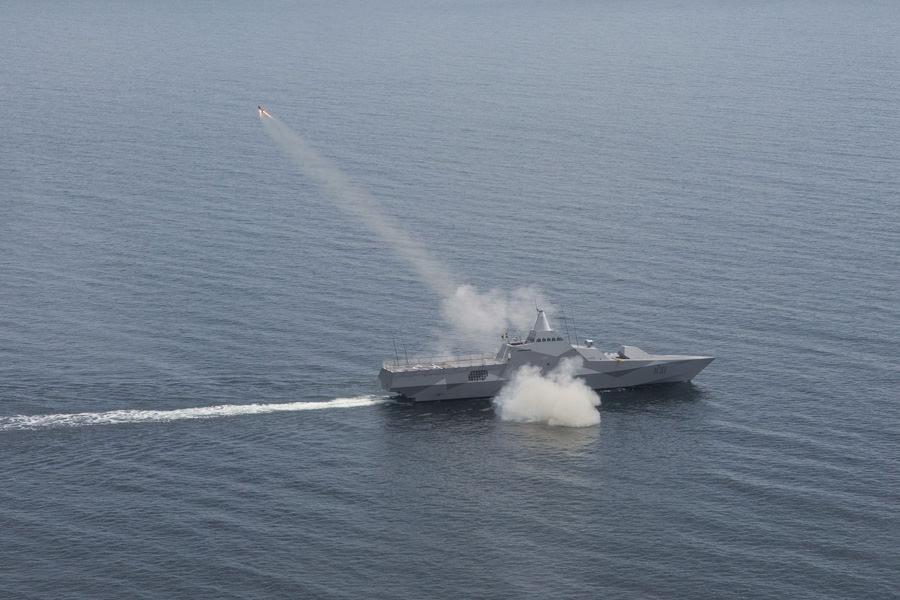 Första sjömålsroboten avfyrad från korvett Visby – Marinbloggen: https://blogg.forsvarsmakten.se/marinbloggen/2012/06/27/forsta...