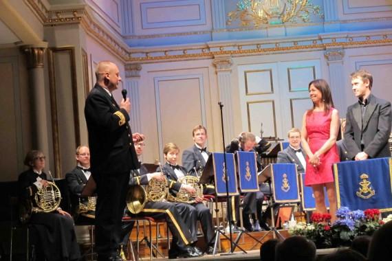 Kvällens solist och dirigent - Rigmor Gustafsson och Fredrik Burstedt tackas