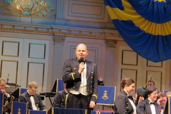 Kvällens konferencier Lars Hedlund, Marinens musikkår.