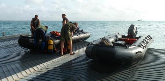 Förberedelser, lastning och sjösättning ute på rampen ca 3 nm söder om Cotonou i Benin