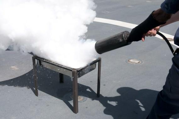 Lyckad släckning av en mindre oljebrand. Foto Anders Kallin/Försvarsmakten