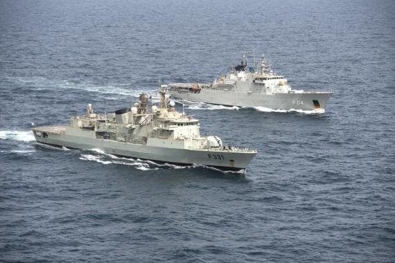 Det portugisiska flaggskeppet Álvares Cabral och HMS Carlskrona. Foto: Försvarsmakten