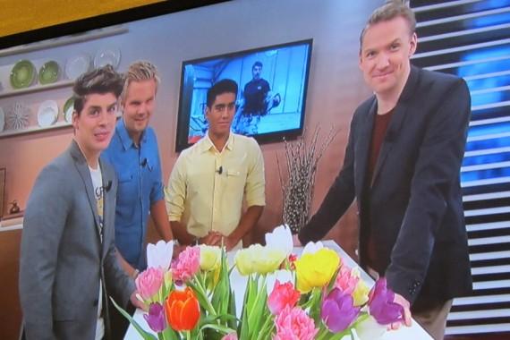 I direktsändning på TV4, blir Anton, Dennis & Boris intervjuade av Jesper Börjesson