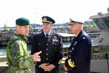 Övlt Åkermark general Mirco Zuliani och marinchefen amiral Jan Thörnqvist