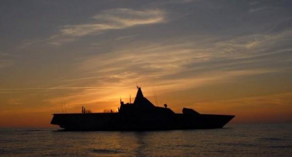 Korvett typ Visby i solnedgång. Foto: Henrik Mandeus, HMS Visby.