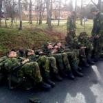 Trötta rekryter som ser framemot bussresan tillbaka till Berga Foto Wranding