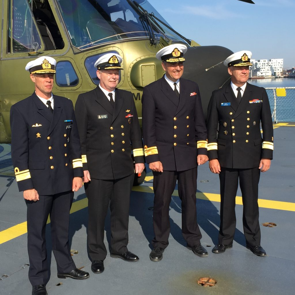 Marinchefen Konteramiral Jens Nykvist med (från vänster)Konteramiral Lars Saunes, Konteramiral Frank Trojahn och Konteramiral Veijo Taipalus ombord på den danska fregatten Iver Huitfeldt.