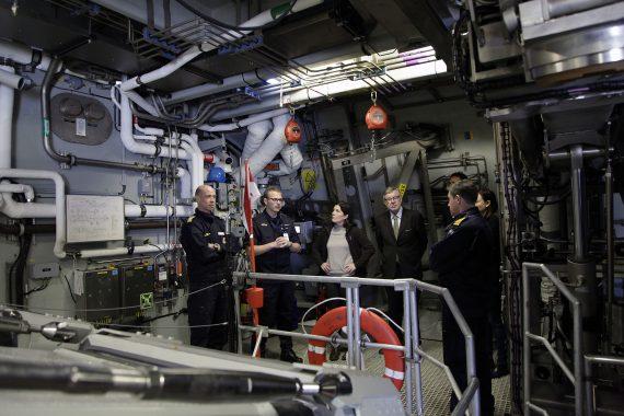 Fartygschefen på HMS Karlstad, Bernt Andersson, berättar om sjömålsrobotförmågan på korvett Visby.