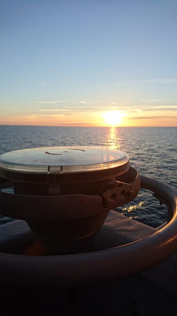 Besättningen har fått avnjuta flera vackra soluppgångar och solnedgångar under operationen. Det är inte ofta vi har så här bra väder!