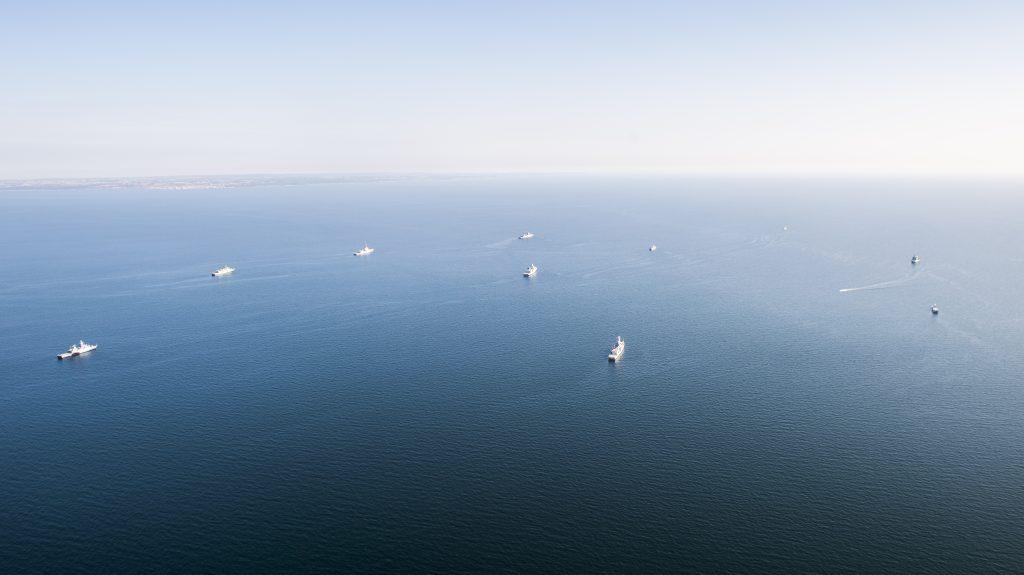 Nato-enheter samt HMS Nyköping ankrade i formation