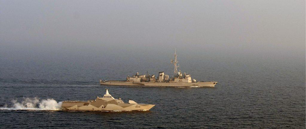 Svenska korvetten HMS Nyköping och den franska jagaren Primauguet.