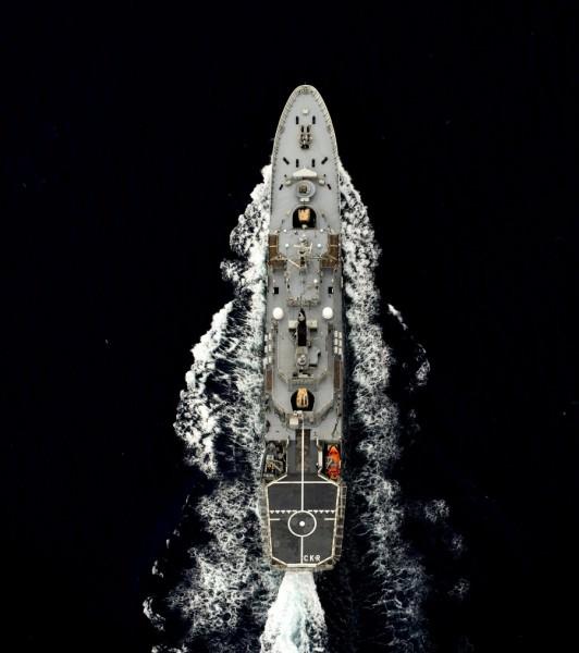 Omväxlande motsols och medsols sprang deltagarna de 130 varven på Carlskronas gångbord. Foto Försvarsmakten