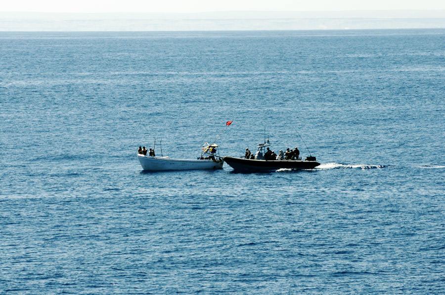Bordningsstyrkan är framme vid båten som ville besöka. Foto Anders Kallin/Försvarsmakten