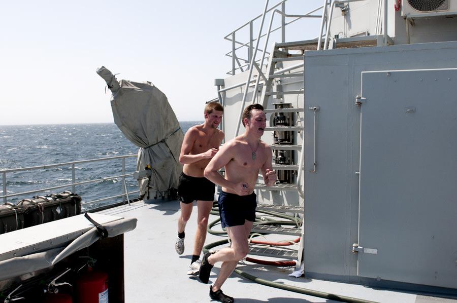 Oscar Palmgren och Jacob Malm med trötta steg mot slutet av loppet. Foto Anders Kallin/Försvarsmakten