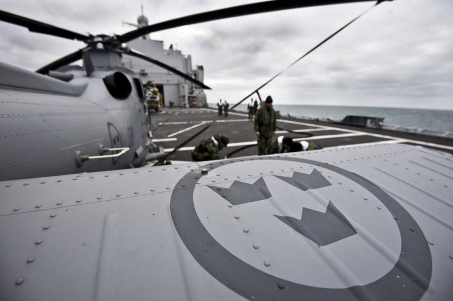 De tre kronorna finns på alla Försvarsmaktens luftfartyg. Tidigare fanns de även på ubåtarna. Foto: Mattias Nurmela/Försvarsmakten