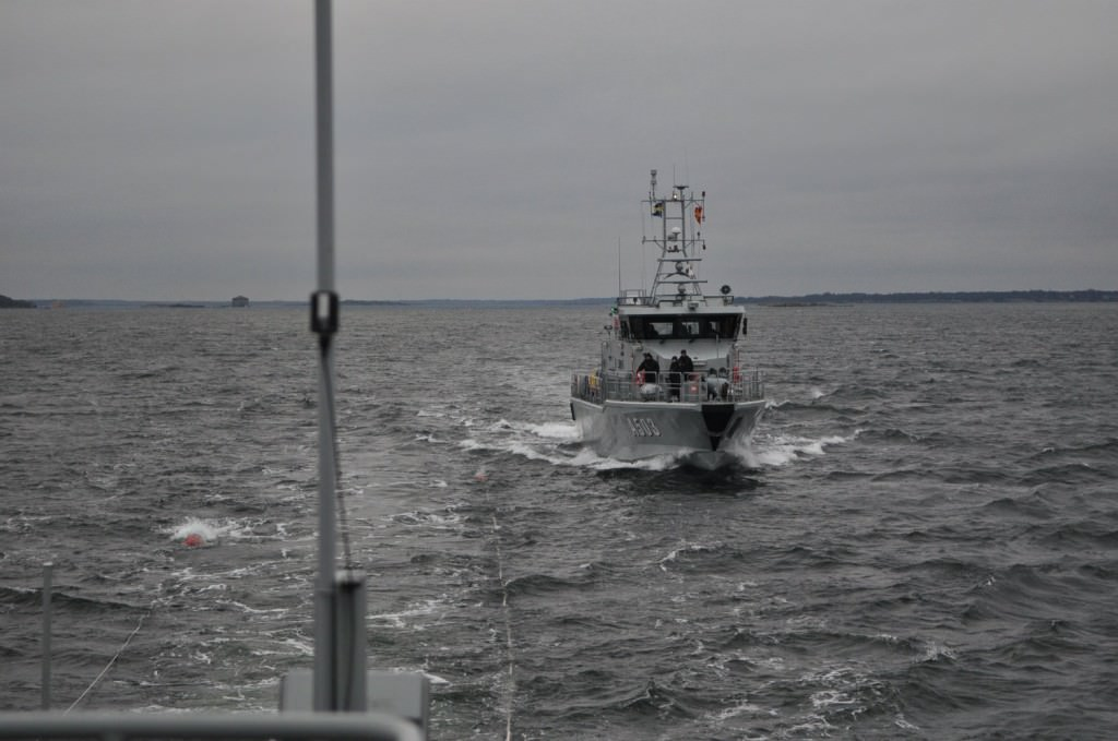 HMS Arcturus gör anlopp mot bunkerslangen