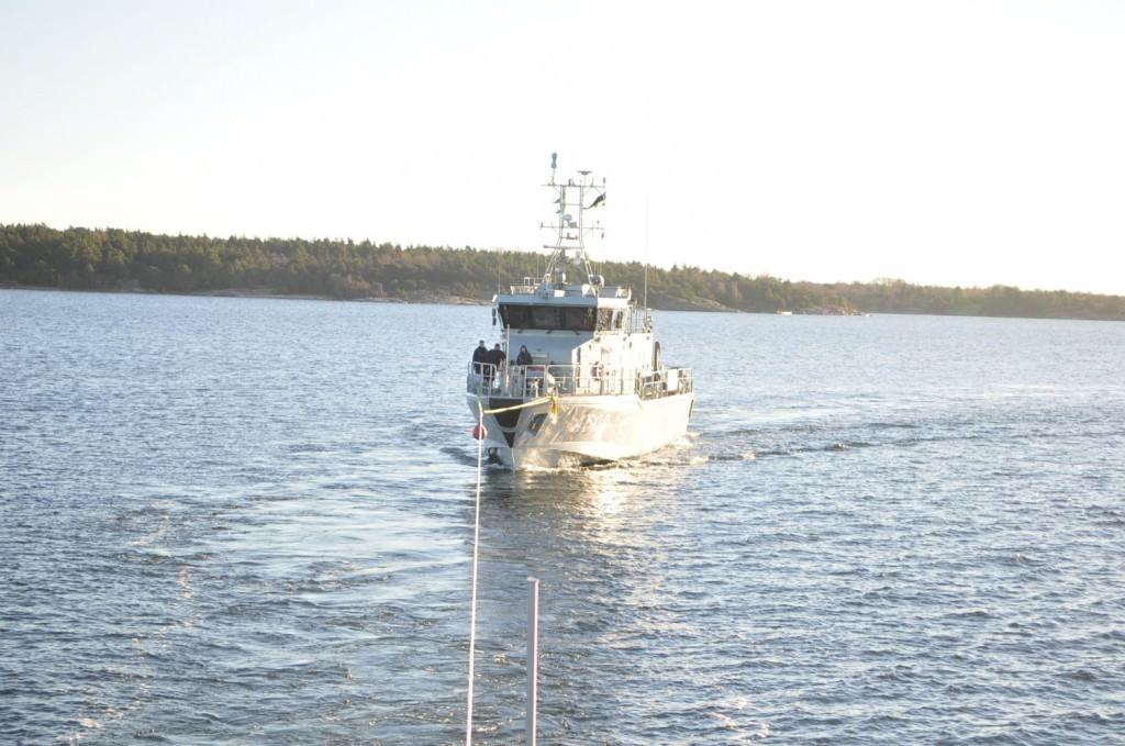 HMS Arcturus under bogsering