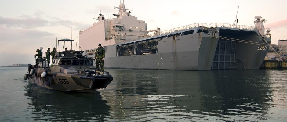 ME04 stridsbåtar dockar i Johan de Witt samt övar med LCU