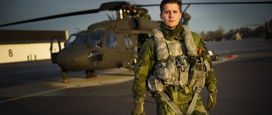 20121123 LINKÖPING Helikopterpilot vid slutövning med HKP16Foto: Nicklas Gustafsson, Försvarsmakten, Combat Camera BILDEN ÄR FRI FÖR PUBLICERING ELLER VISNING UNDER FÖRUTSÄTTNING ATT FULLSTÄNDIG FOTOBYLINE ANGES